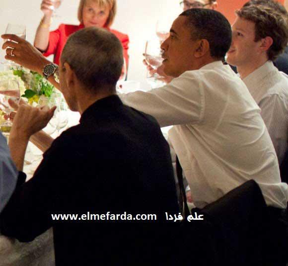 باراک اوباما ( رئیس جمهور امریکا ) در کنار مارک زاکربرگ ( مدیر فیس بوک ) و استیو جابز ( مدیر عامل سابق اپل )
