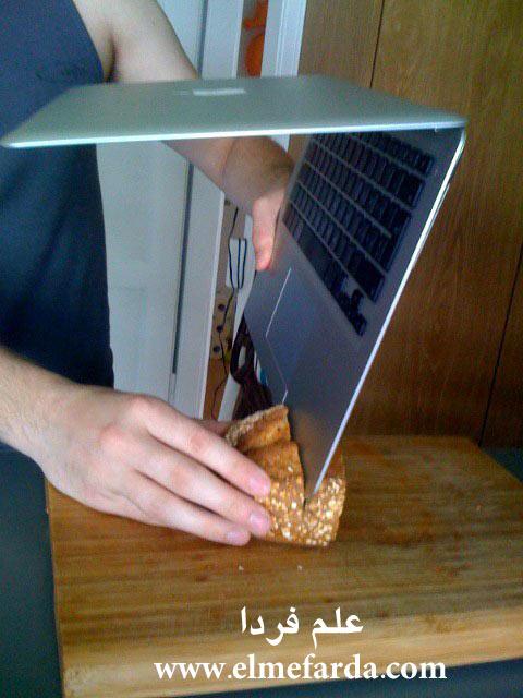 بریدن نان با مک بوک ایر محصولی از apple