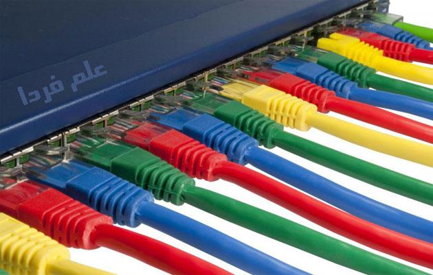 نمونه ای از یک سوئیچ که چند کابل LAN به آن متصل هستند
