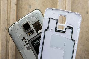 مقایسه باتری گوشی قابل تعویض با باتری داخلی