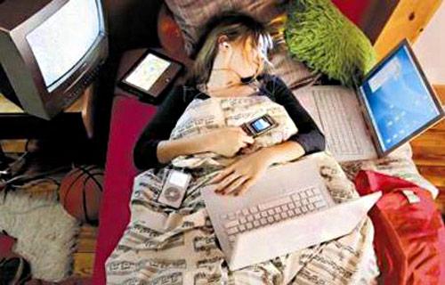 خوابید کنار گوشی ، تبلت و لپ تاپ خطرناکه