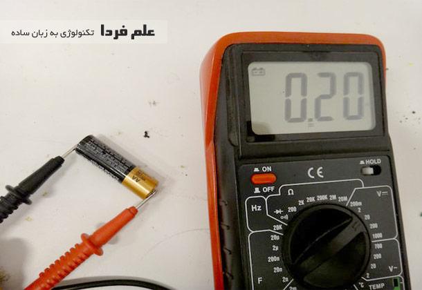 تست باتری قلمی با مالتی متر
