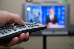 ضربه به کنترل تلویزیون