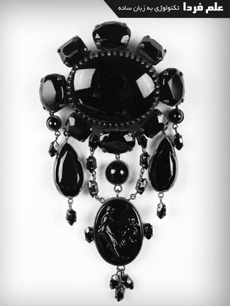 جواهری به رنگ jet black