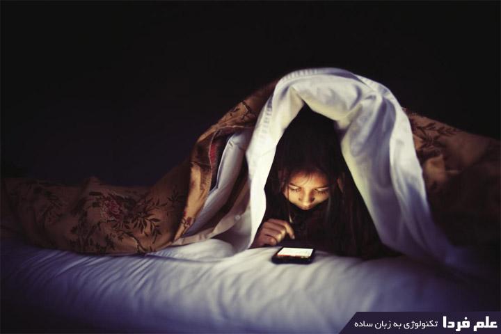 نور آبی یا بلولایت مانع ترشح هورمون ملاتونین میشه باعث بی خوابی شبانه میشه !