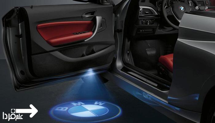 لوگوی بی ام و در نور درب ماشین