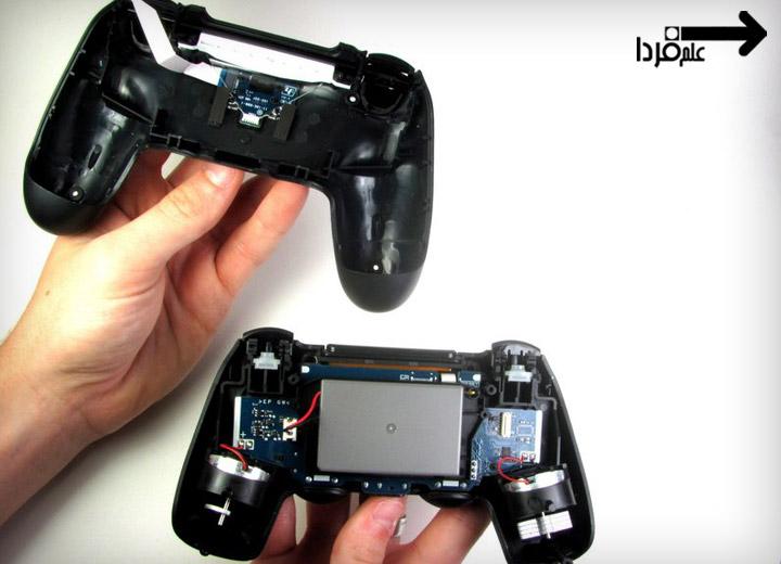 باتری دسته PS4 قابل مشاهده است